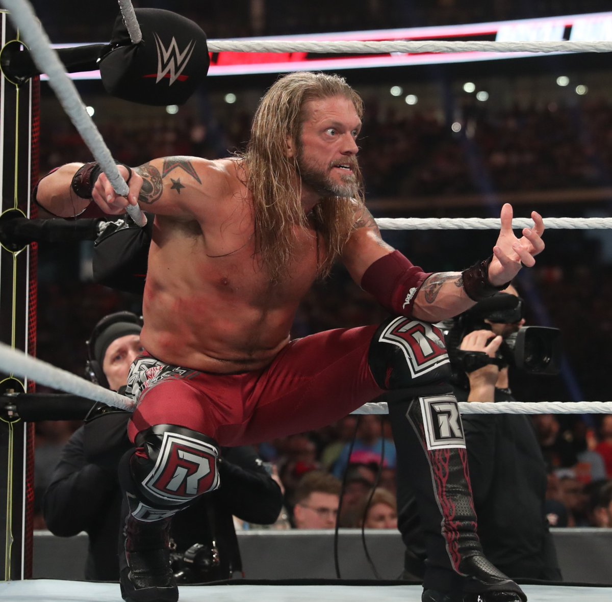 Me: Hey Adam...I got a sitter for Sunday...what do you want to do for date night?  @EdgeRatedR :  #RoyalRumble https://t.co/N3MYIsGB71
