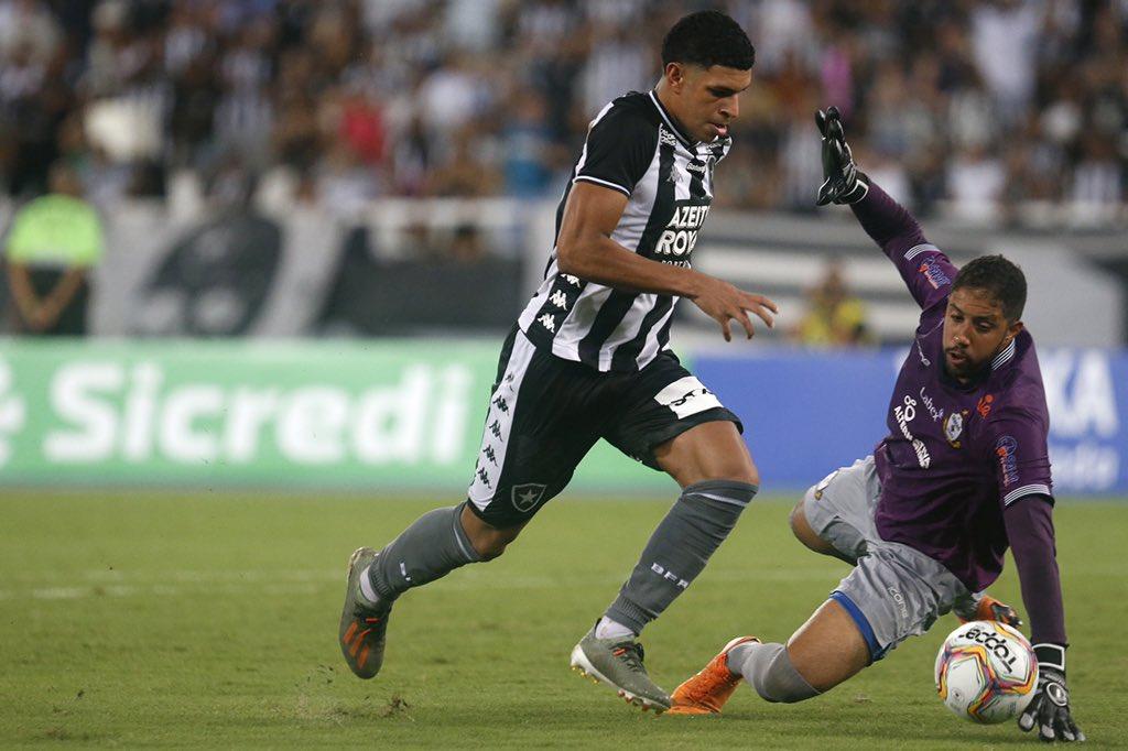 Pega o tapa! 💨 💨 💨 🔥 #VamosFOGO ⭐️ 📸 Vitor Silva / Botafogo