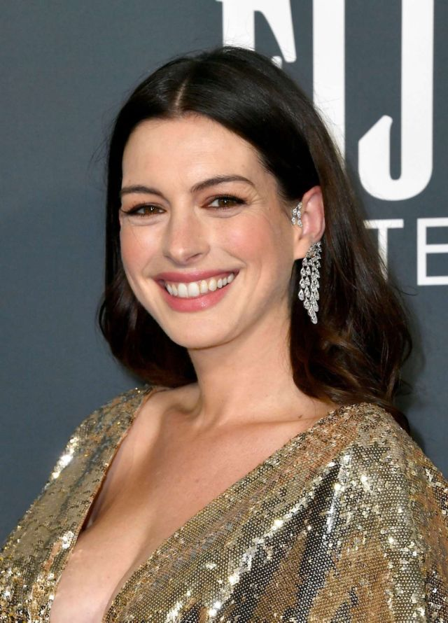 Anne Hathaway Glitters At The 25th Annual Critics Choice Awards - https://www.glamistan.com/hollywood/anne-hathaway-glitters-at-the-25th-annual-critics-choice-awards/?utm_source=Twitter&utm_medium=Glamistan+Twitter&utm_campaign=SNAP%2Bfrom%2BGlamistan.com … #AnneHathaway #CriticsChoiceAwards #SantaMonica, #Hollywoodpic.twitter.com/XuYGPwxwvC
