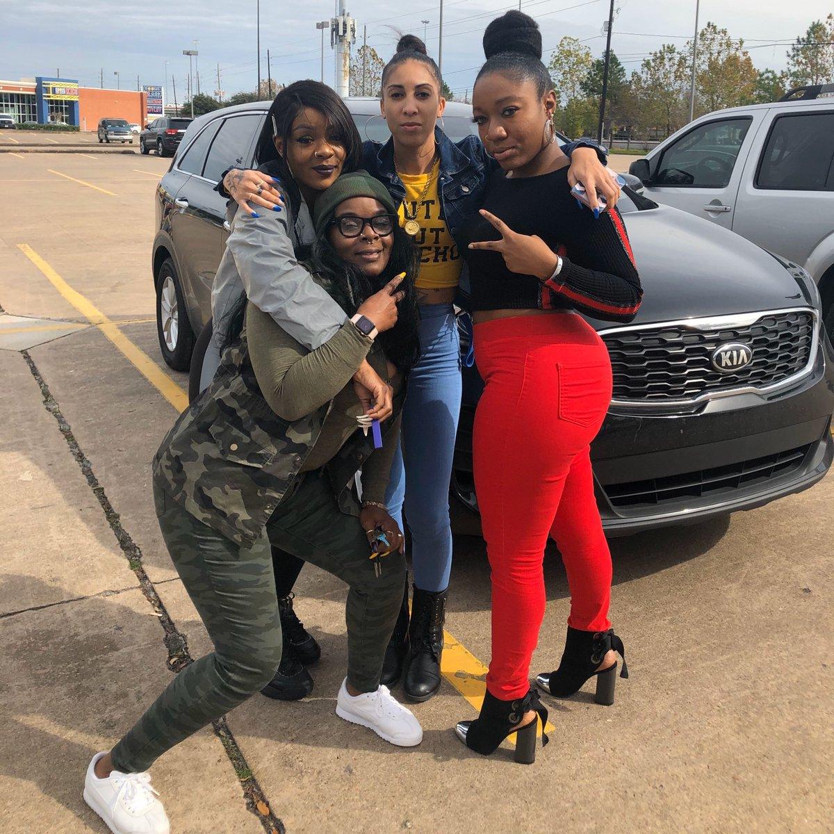 On set filming Episode 5 of @wewantalldasmoke_webseries wit my girls @tahonniebabi @desier_24_red @sabrinathemodel  #LetsGetIt  . . . #bollywoodactresses #actressesandmodels #htownwomenrock #webseries #blackwebseries #modelsoninstagram #womensupportingwomen #entertainmentpic.twitter.com/s0nUbIfXeZ