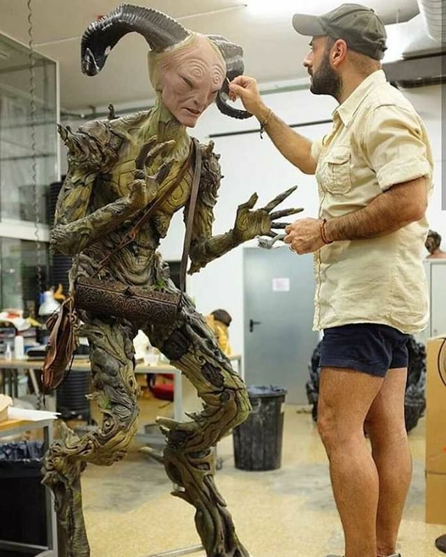 Makeup artist David Marti (@daviddtsfx) adding touches to the mystic #Faun, from #PansLabyrinth (2006), performed by actor #DougJones. https://t.co/CVM82SB7N7 https://t.co/f0m5iTZj3T