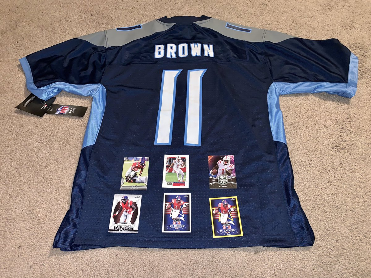 #TITANS  GIVEAWAY  Titans star @Brown1arthur had a GREAT rookie season, and in honor of that I'm giving away this authentic Pro Line jersey size medium and some rookie cards.  Retweet for a chance to win, winner must be following and will be picked Thursday.  #TitanUp!<br>http://pic.twitter.com/MnC9iLeNXl