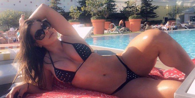 4 pic. Una rica tarde de piscina para iniciar la semana, besos para todos y no olviden ver mi mejor contenido