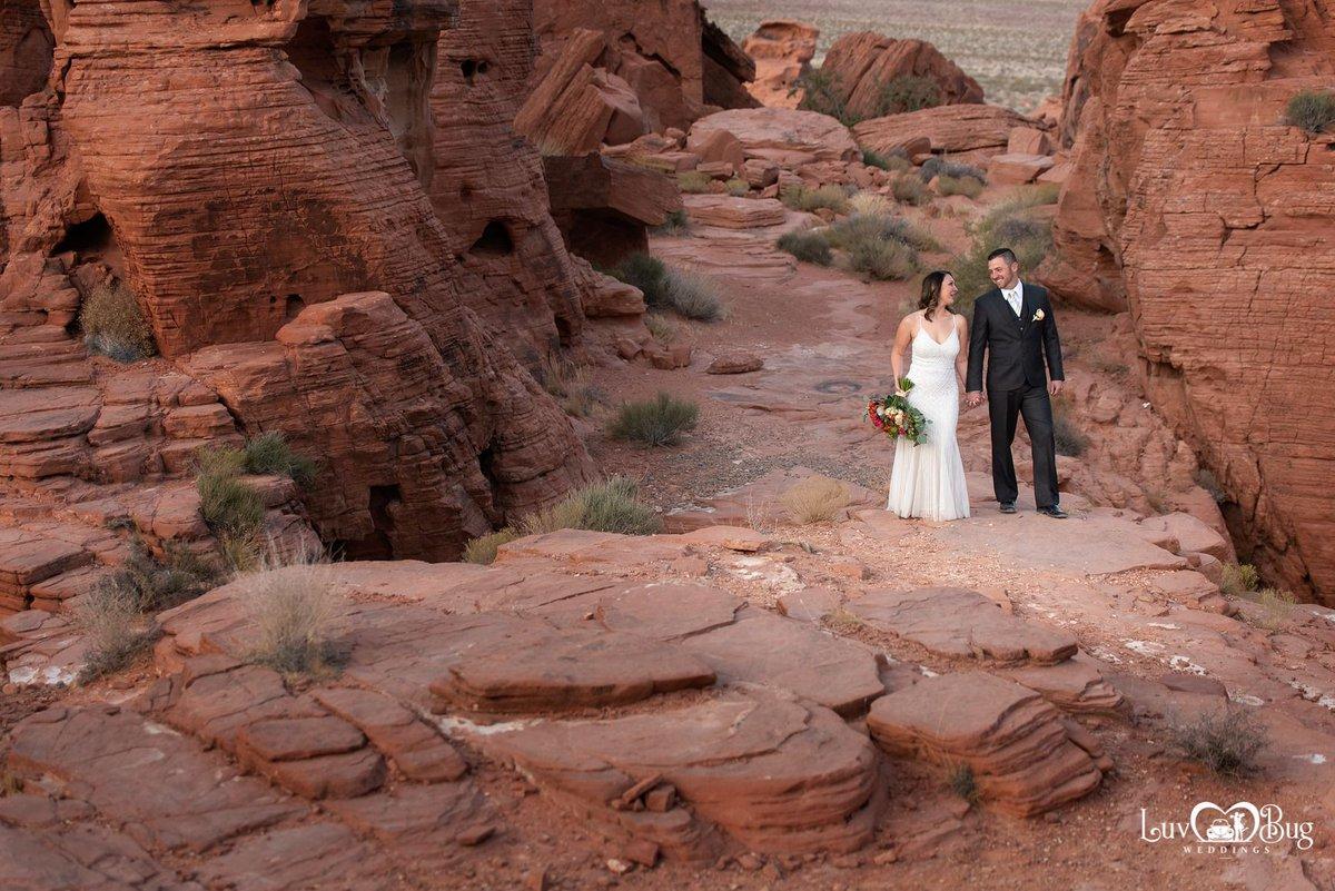 Congrats Brittney and Jacob on your Valley of Fire wedding! #valleyoffirewedding #redrockwedding #lasvegaswedding #wedding #eloped #bride #vegaswedding #nikon #magmod #photographer #love #scenicwedding #justmarried #destinationwedding #mobilewedding #popupwedding #desertwedding