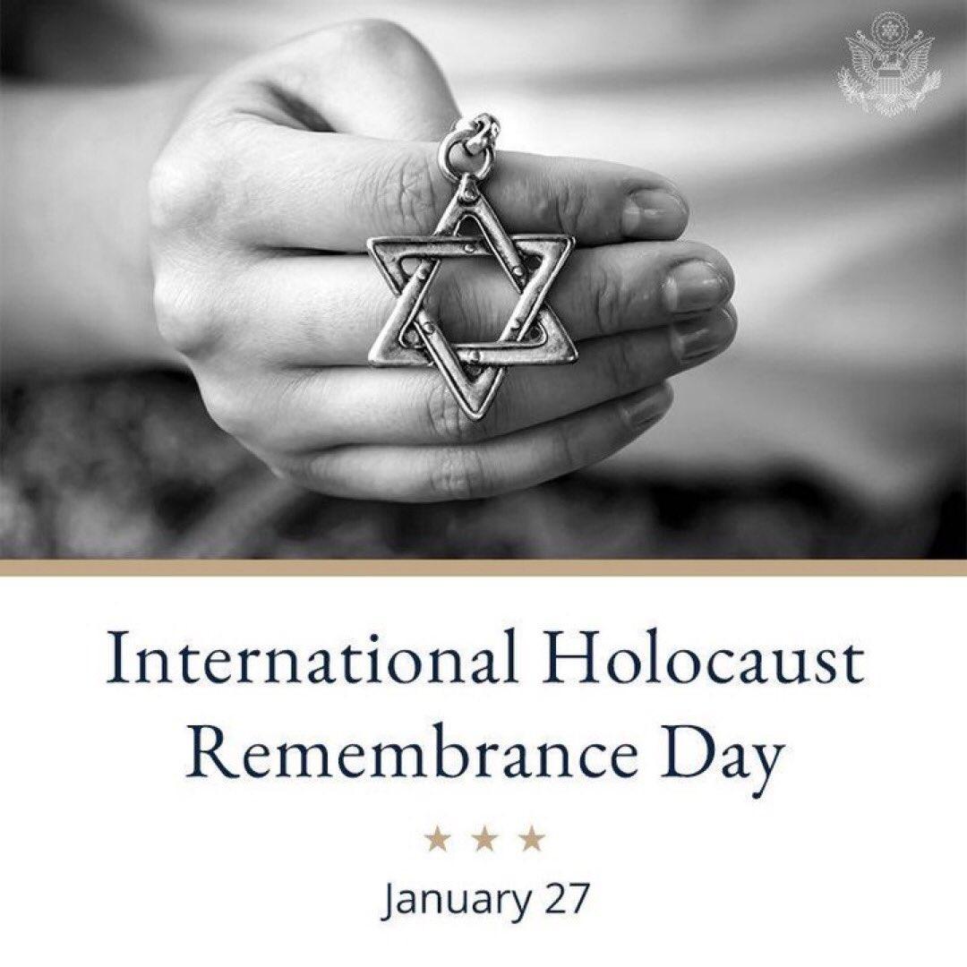 """""""Es ist unser aller Aufgabe sicherzustellen, dass ihre Erinnerungen lebendig bleiben, wenn sie nicht mehr sind. Wir müssen die nachfolgenden Generationen aufklären und einbinden, damit die Erinnerung des Holocaust auch in Zukunft nicht verblasst."""" GK Eydelnant heute in #Erfurt.pic.twitter.com/Y1RLYDGLA1"""