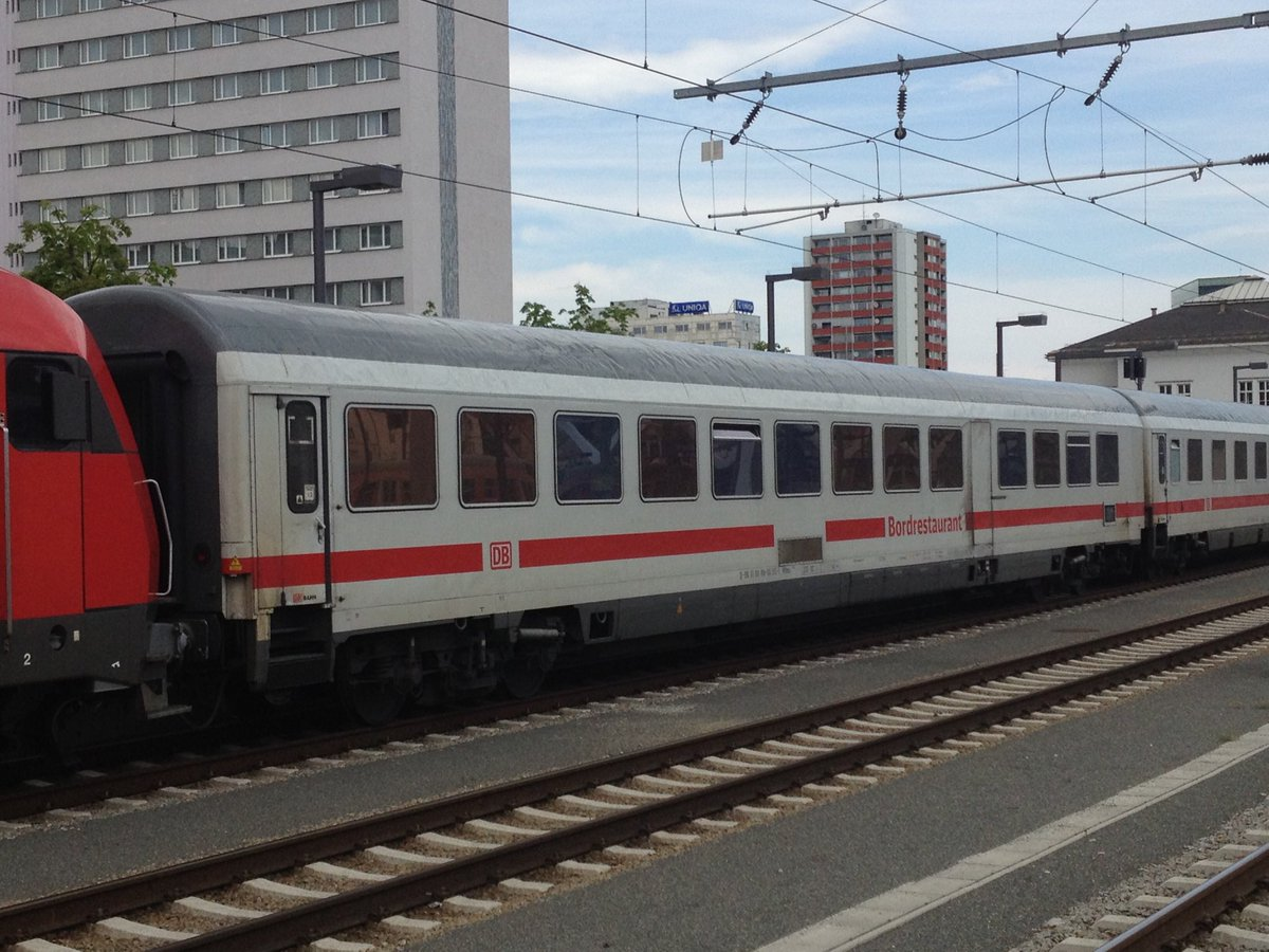 ⁦@_DiningCar⁩ ⁦@DB_Bahn⁩ seen in Salzburg in 2013. The train is being hauled by an ÖBB class 2016 Diesel engine and is being diverted via Mühldorf on its way to Munich. pic.twitter.com/CKb6K3jFuh