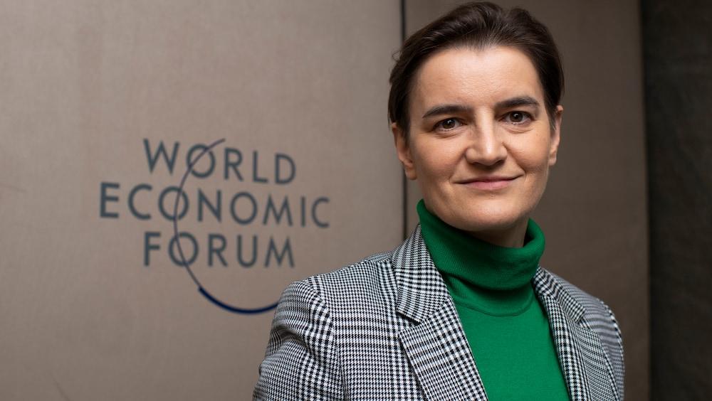 Premierministerin Ana Brnabić macht Serbien digital – inspiriert von der Schweiz: Alle Schüler lernen programmieren! http://dlvr.it/RNsXWcpic.twitter.com/DQWSoBXlzQ