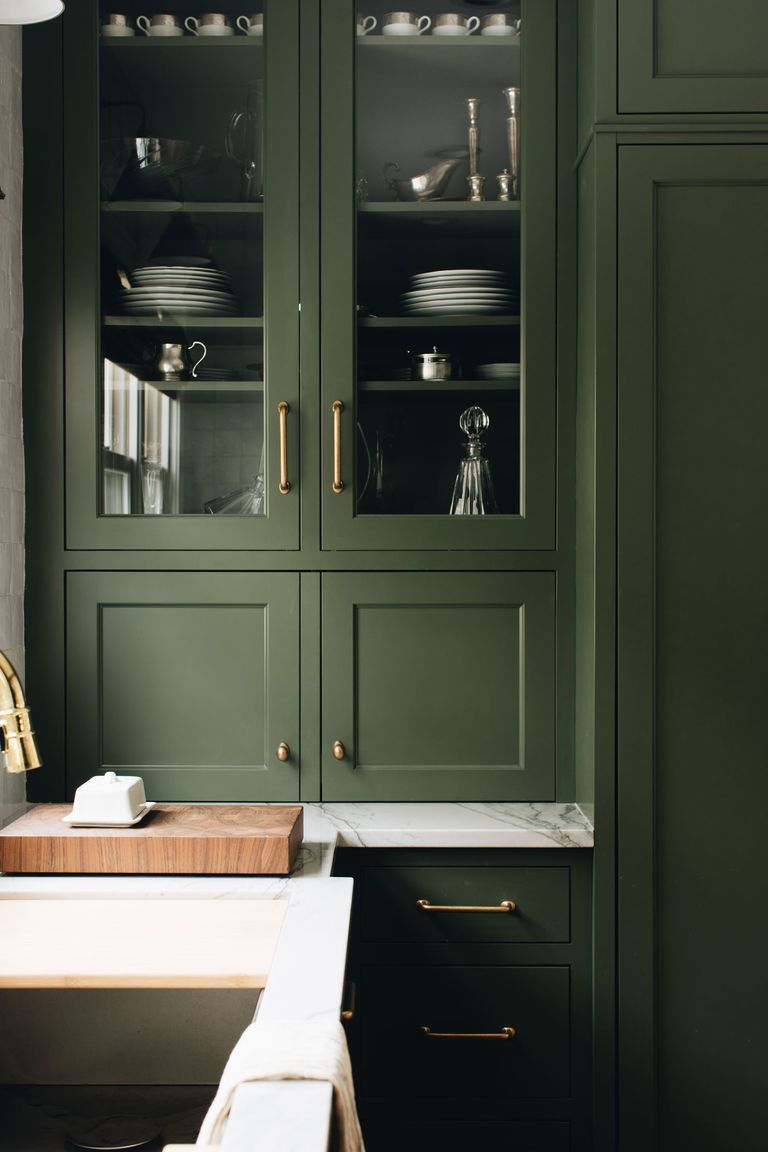 Some homeowners pick glass door cabinets for a mix of open shelving and cabinets. #homedesign #designtips  http://cpix.me/a/90785726pic.twitter.com/Lrd9Pm5nYZ