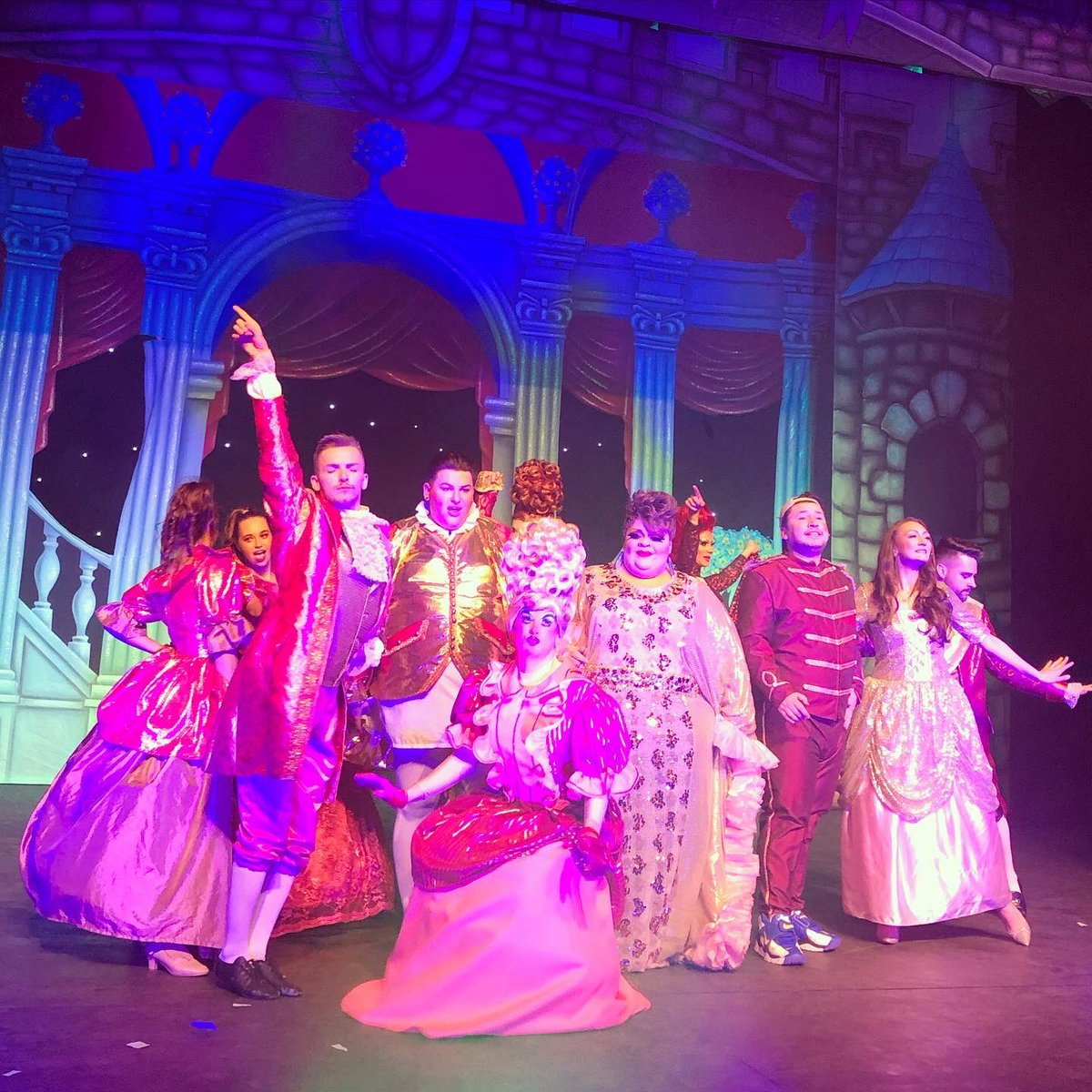 Went to @adultpanto_tour #sinderella tonight! I genuinely laughed until I was sore - a fab way to spend a Monday night in January! 😁 An amazing cast! @Divinadecampo @StacyLMatthews @jamieandfifi @DavidWeekender @_iamRobKing @TheDavidJohnHop @TroyHarrisUK @kris_93 @rossmcnally