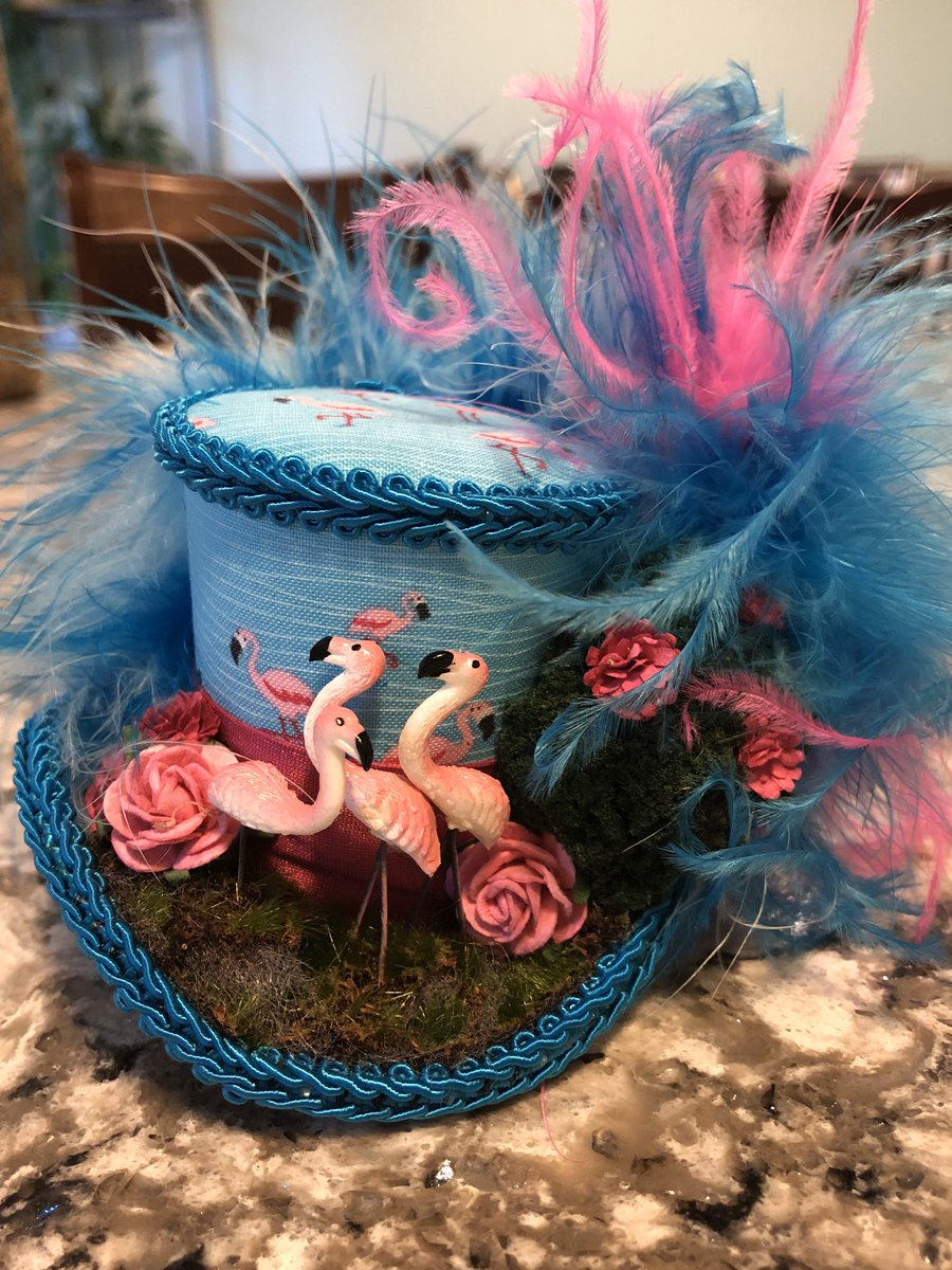 @sylvainreynard  A perfect hat for a proper tea party.  I'm ready when you are!!! pic.twitter.com/pmNpf8RrUF
