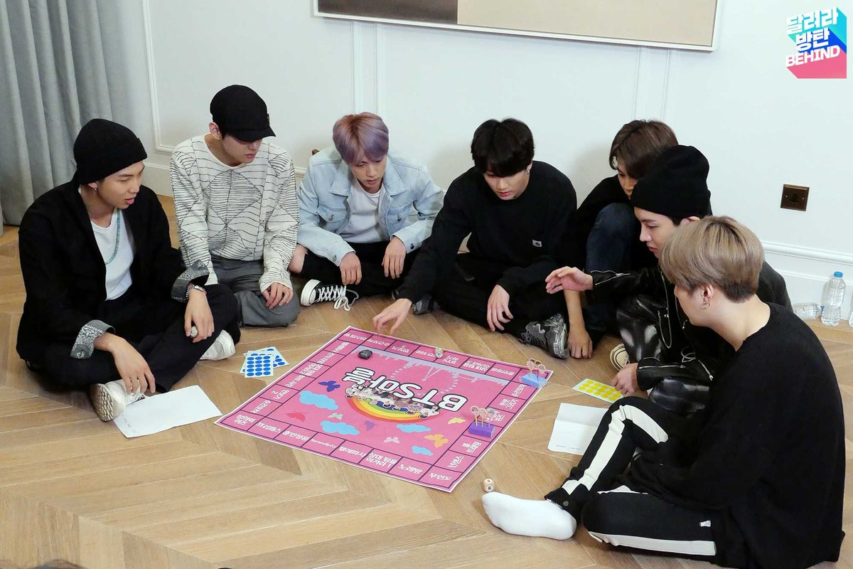 A qué juegan?  No tuve infancia.. cero juego de mesa  #제이홉 #정호석 #JHOPE @BTS_twtpic.twitter.com/Di68Z3rRIl
