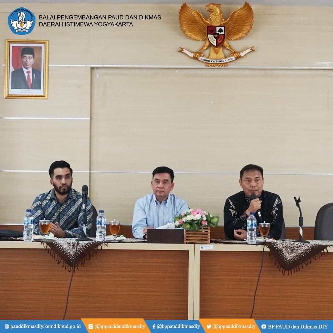 Kunjungan tim Inspektorat Jenderal Kemdikbud dalam rangka melakukan fasilitasi penerapan sistem pengendali internal pemerintah di BP PAUD dan Dikmas D.I. Yogyakarta.  #BersamaBerkaryaJayapic.twitter.com/XBWyyZRcY4