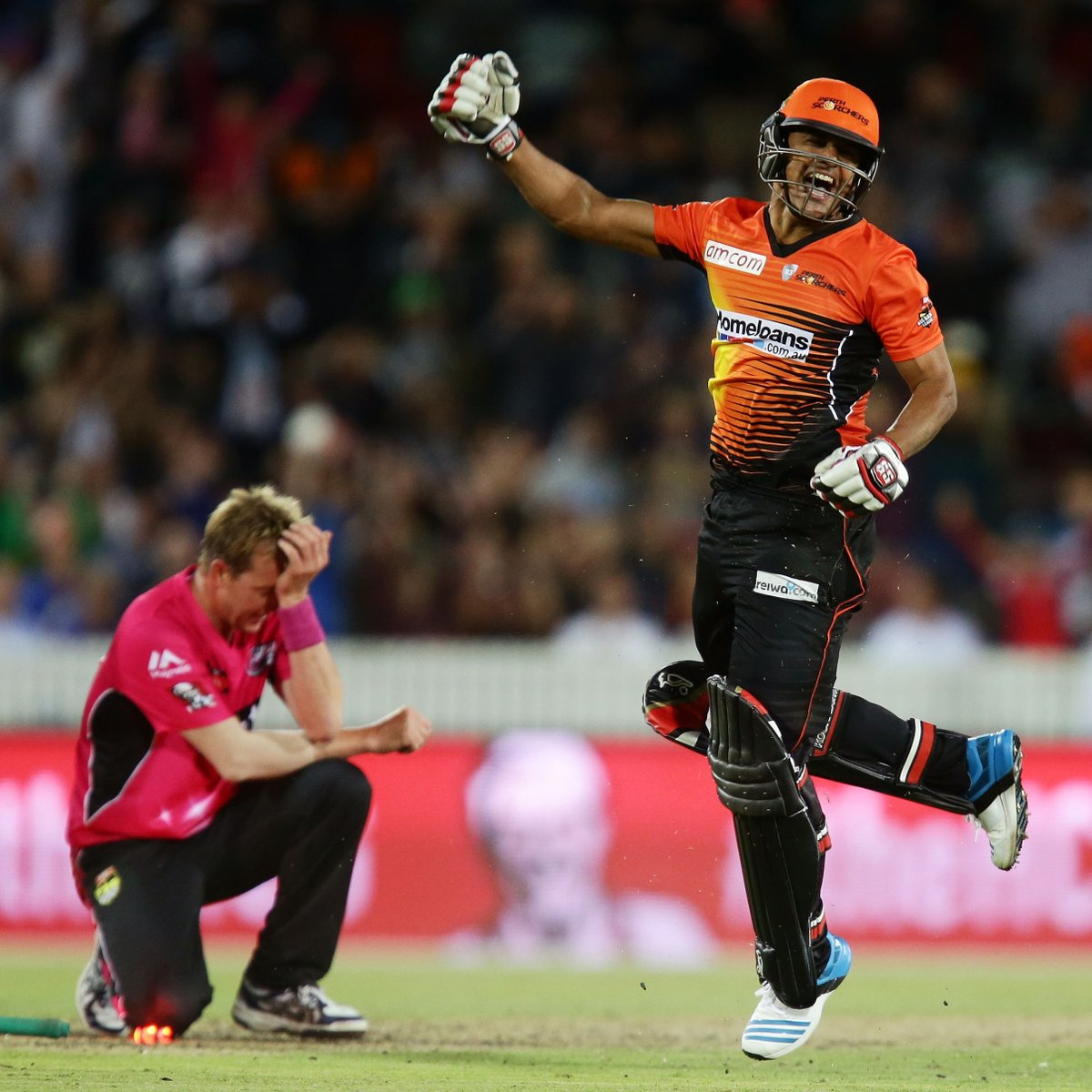 Its five years to the day since the wild finish in the @BBL|04 final. @BrettLee_58s last over of Big Bash cricket!