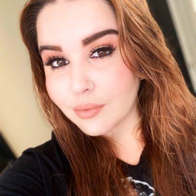 #NewProfilePic . . . . . #Florida #floridagirls #makeup #pierced #piercedgirls #nosering pic.twitter.com/Dl4aH0IZwY