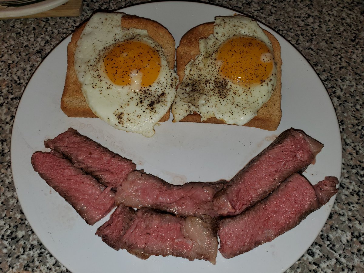 The perfect #keto dinner. Two eggs. Some ribeye on some zero carb bread made by @AldiUSA  #Ketogenic #ketodiet #ketosispic.twitter.com/EOet0q33oZ