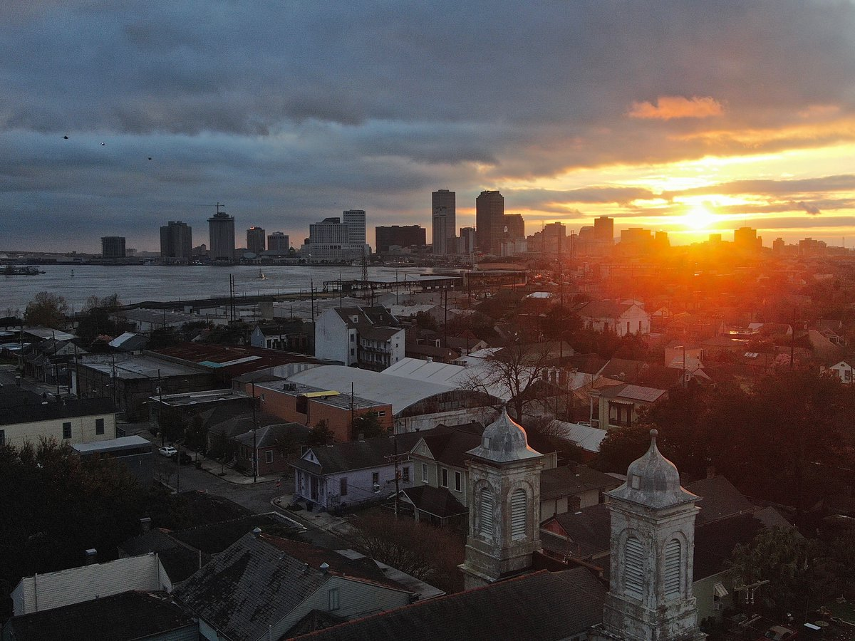Today's sunset from the Marigny Opera House (with 3 helicopters) <br>http://pic.twitter.com/wdgnoJ8cxq