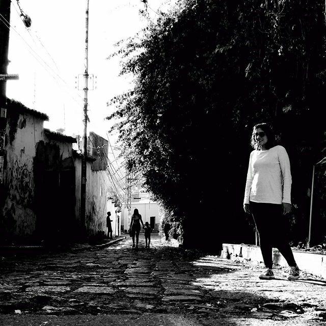 La Leona. . . . #city #ciudad #streets #street #streetphotography #fotografiaurbana #fotografiaenblancoynegro #urbanphotography #blackandwhite #blackandwhitephotography #blancoynegro #archillect #visualambassadors #visualcreators #shootaesthetics #dreamersmagazine #dreamerm…