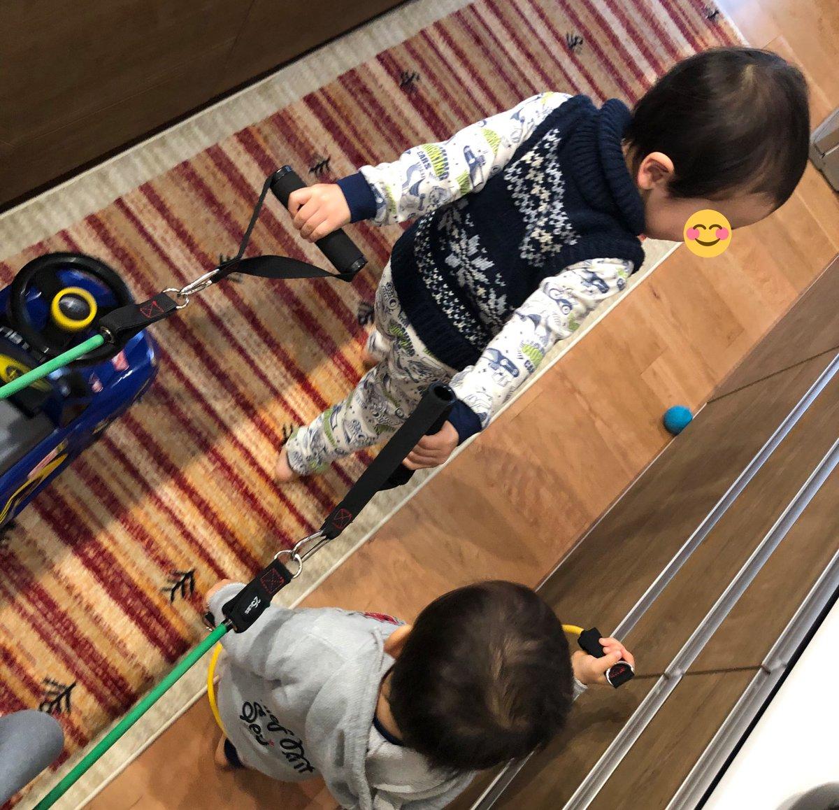 ゴムチューブ列車  筋トレに使わせて下さいもちー  =ヽ(`・ω・´)ノマテ-  #ダイエット #筋トレ #ゴムチューブはおもちゃに最適pic.twitter.com/FEOnLJgdl2