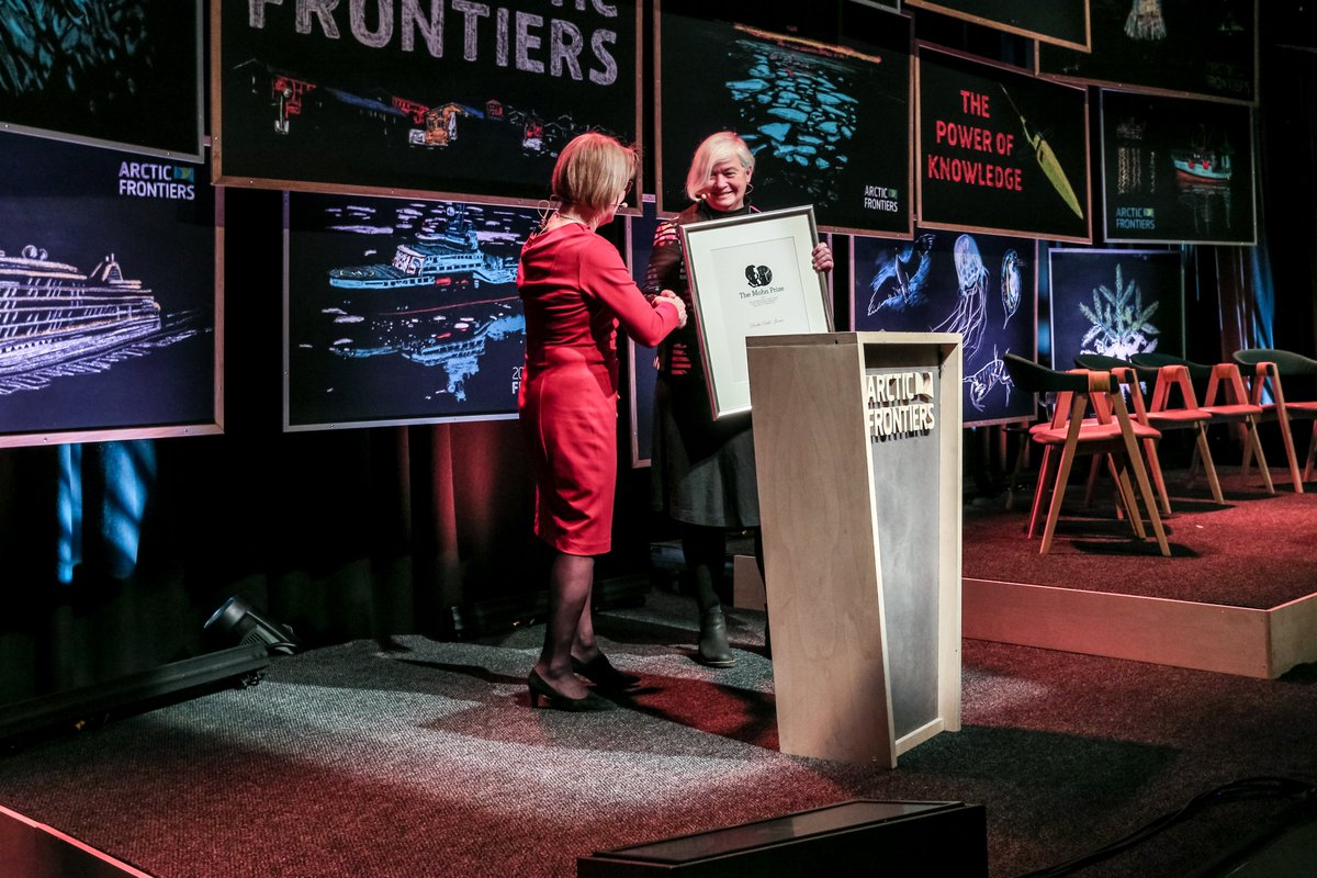 Wonderful to see our @igsoc #IGSWPG keynote speaker and @CERC_CERC at the @umanitoba Centre for Earth Observation Science, Dr. Dorthe Dahl-Jensen, receive the 2020 Mohn Prize for excellence in Arctic Research. Alberto Grohovaz / Arctic Frontiers 2020.pic.twitter.com/NZqwSt0gZm
