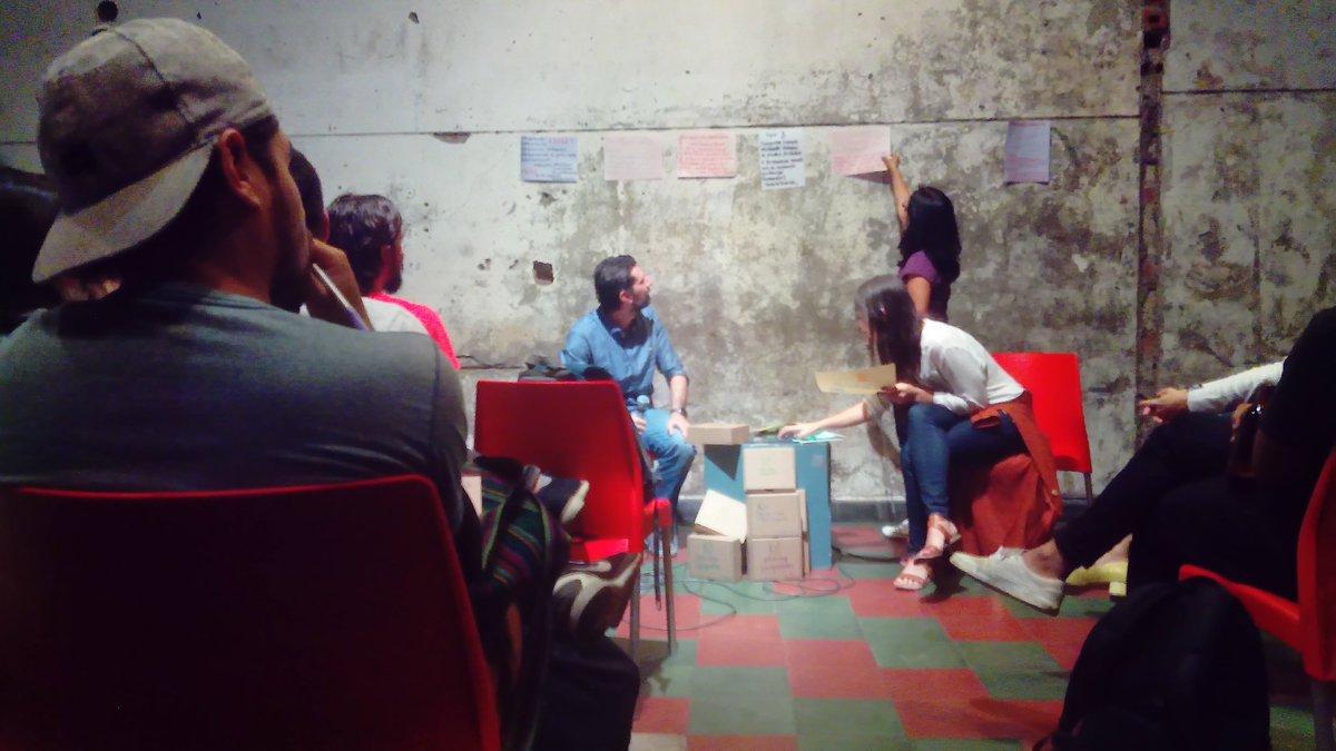 Seguimos en #LunesDeCiudad reunidos pensando y proponiendo acciones específicas sobre sostenibilidad urbana ambiental para sumarlas al Plan de desarrollo de Medellín.   Trabajo por temas relacionados y grupos ciudadanos nos interesa una ciudad para la sostenibilidad de la vida pic.twitter.com/fiNVhREmXH