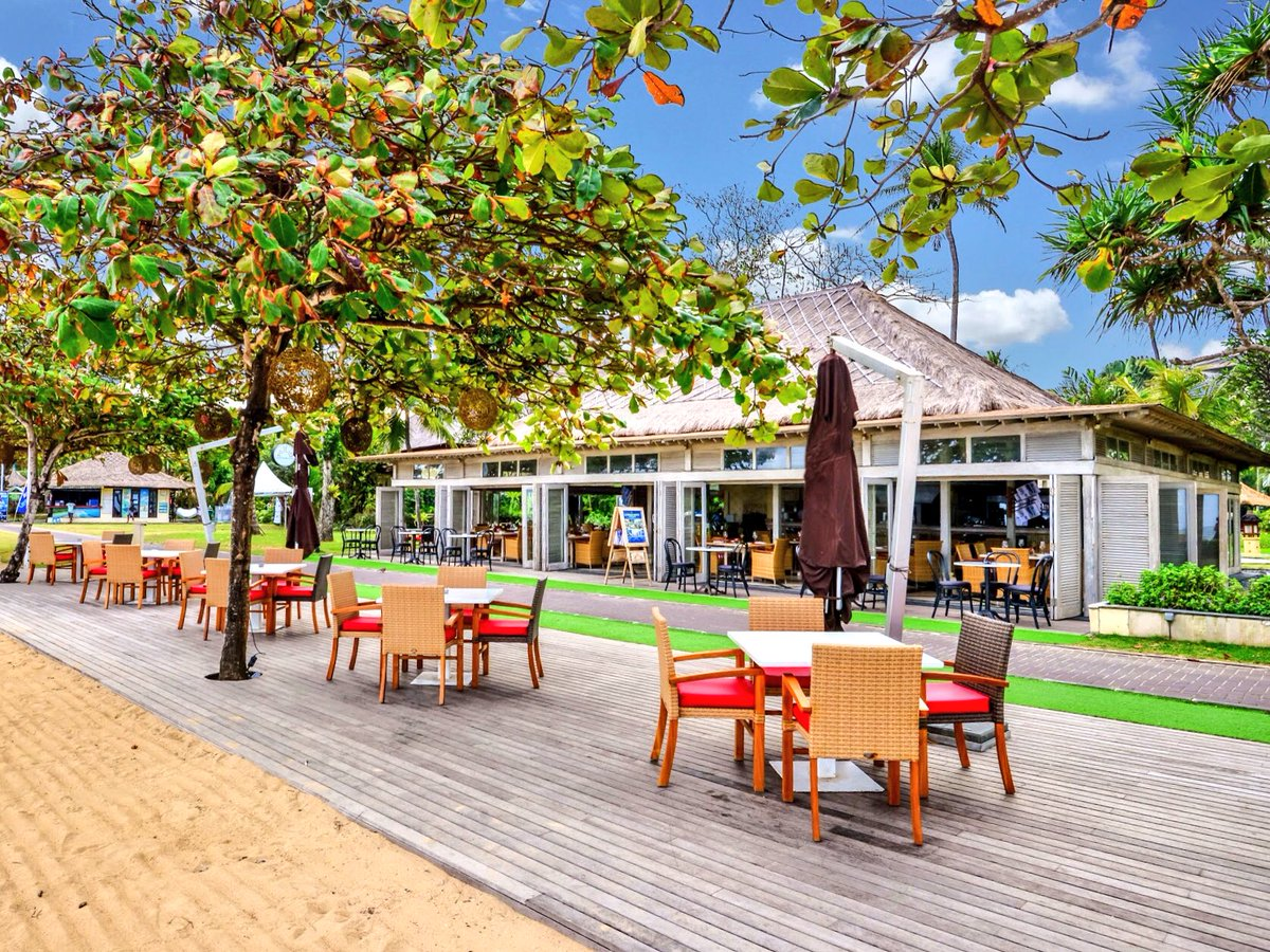 Amazing Italian Food and a chill place to relax and watch the people go by. Basilico Italian Pavilion at #PramaSanurBeach #Hotel #Bali. Book your table at +62361 288011 or hsb.fb@aerowisatahotels.com #baliguide #balifoodguide #traveltuesday #pramahotels #aerowisatahotelspic.twitter.com/0pfHGlHTBV