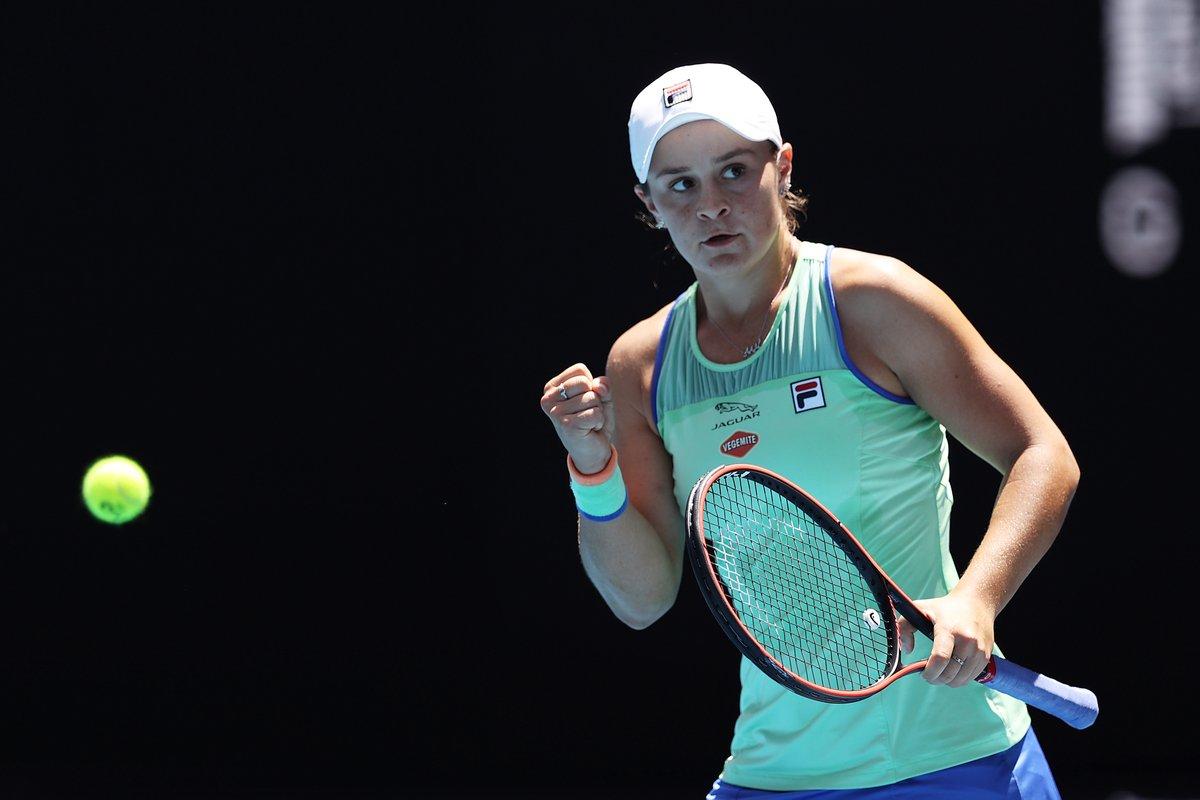 Australia | Los locales festejan el triunfo de Ashleigh Barty () sobre Petra Kvitova () por 7-6,6-2. Después de 36 años una australiana está en semifinales, la última había sido WendyTurnbull en 1984 (: @AustralianOpen).pic.twitter.com/OKnJ6rbiMK