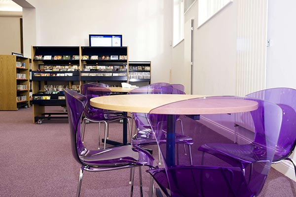Need to hire a room? Have a look at the conference and meeting rooms available at our #libraries. ⬇️