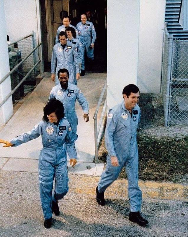 """J.WH on Twitter: """"1986年、昭和61年1月28日 チャレンジャー号爆発事故 ..."""