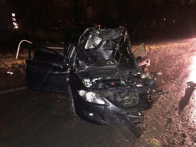 Auto vliegt uit de bocht op afrit A4 https://t.co/4MC9pU2U7U https://t.co/2c8mXOFNbA
