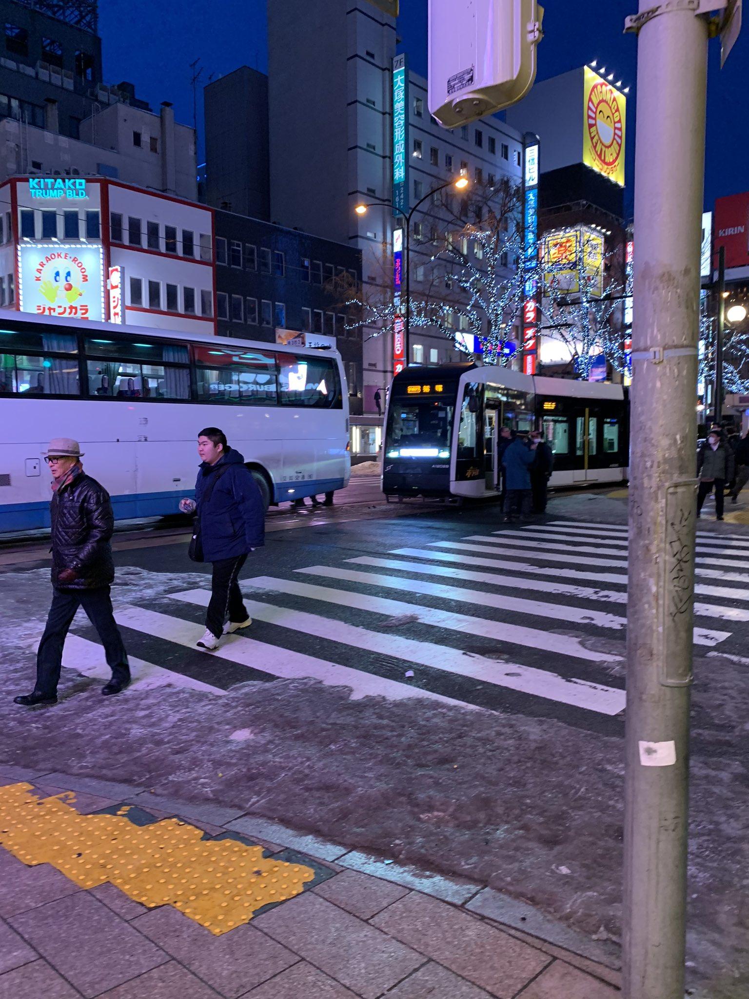 札幌市中央区のすすきのメガドンキ前で衝突事故が起きた現場画像