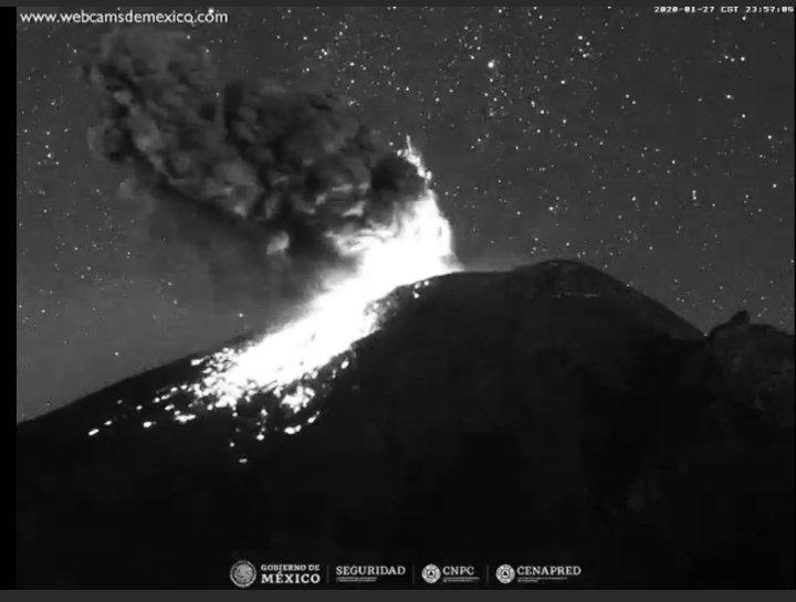 Popocatépetl arroja material incandescente