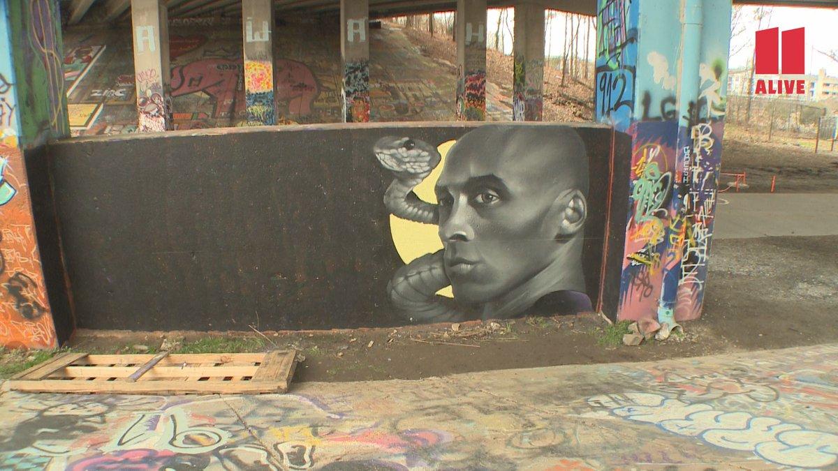 Artist paints a mural of Kobe Bryant at the Old Fourth Ward Skate Park. #MorningRushATL <br>http://pic.twitter.com/vzB6zf4O9N