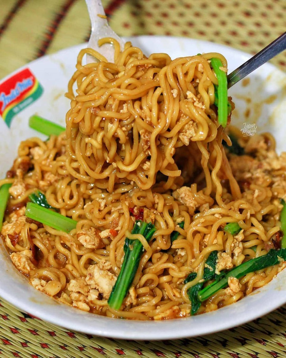 Indomie of life🍜🥳 👉🏾Check our bio for recipes & follow for more! . 📷 kuliner_asiksolo  #everyday #cooking #cook #recipe #lunch #brunch #breakast #dinner #africanfood #foodie #food #foodporn #homemadefood #foodstyle #picoftheday #yummy #yummies #homemade