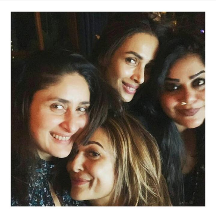 #KareenaKapoorKhan, #MalaikaArora and #AmritaArora are giving us squad goals in this throwback picture.