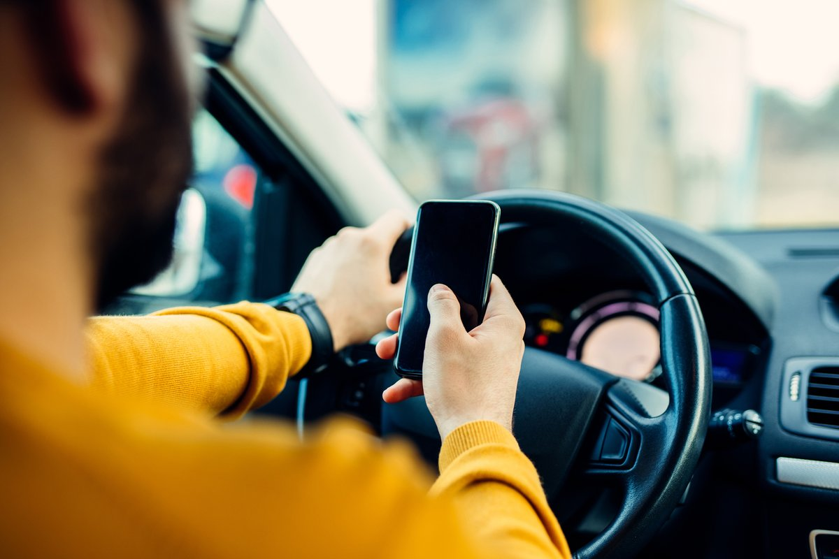 Texting while driving is already against the law in Indiana, but lawmakers this session are considering a bill to ban having a phone in your hand at all behind the wheel.  #WakeUp11 <br>http://pic.twitter.com/j004eyVDzF