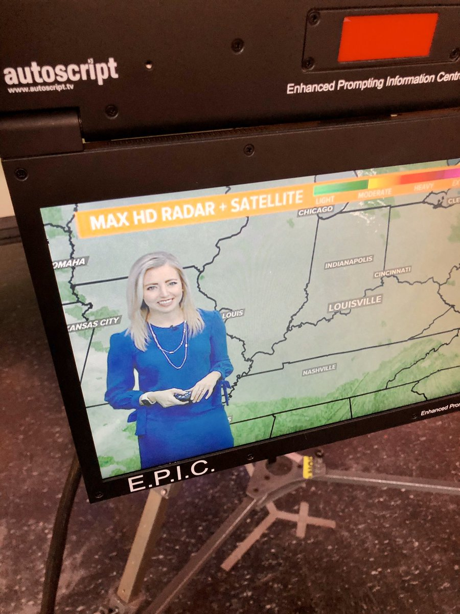 @KaitlynnFish just called out the groundhog for not being a scientist. I agree. Since we don't have a local groundhog here, I say we base the seasons on whether she sees her shadow that morning. Who's with me?! #WakeUp11 <br>http://pic.twitter.com/DcBnkSowVE