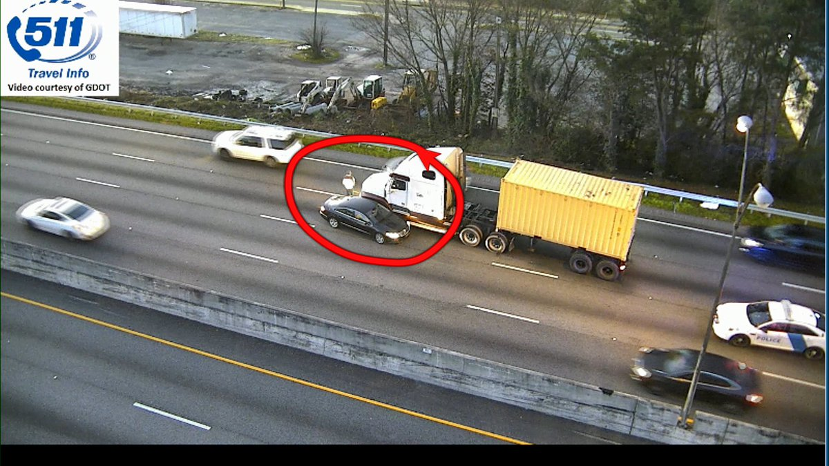 Traffic alert: I-20 EB at M.L.K. wreck with a truck in the center lanes.  #MorningRushATL <br>http://pic.twitter.com/F6INdL6Hq8