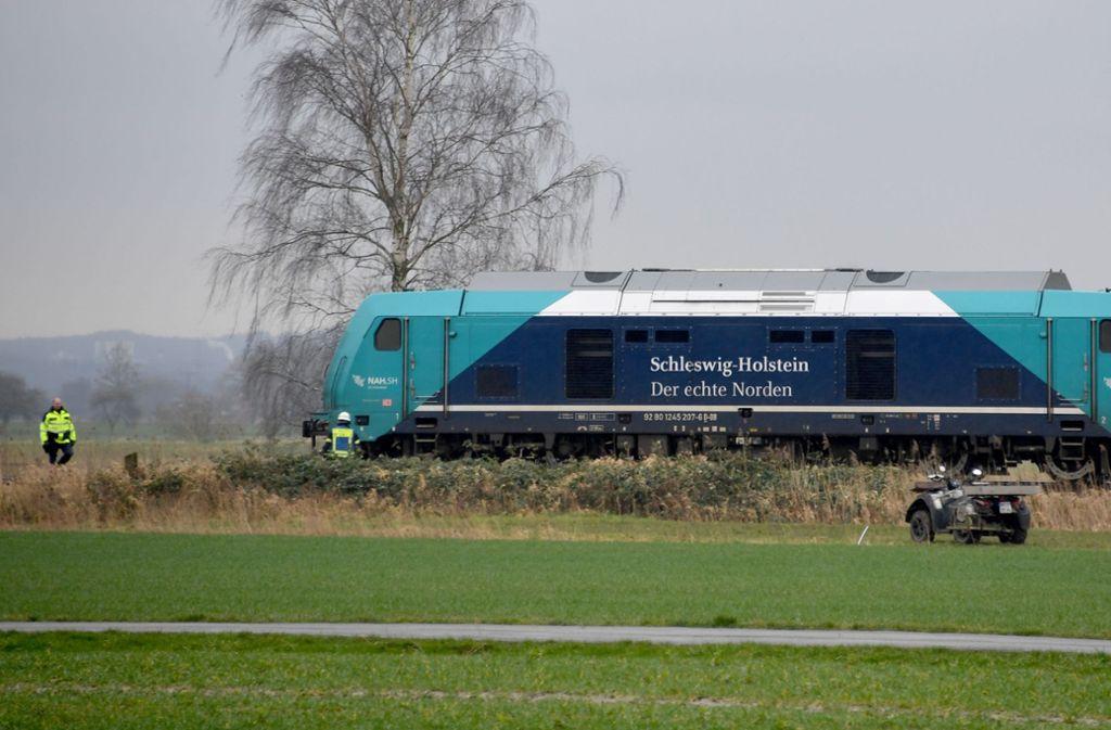 In Schleswig-Holstein: Schäfer will Herde einfangen und wird von Bahn erfasst http://dlvr.it/RNvQhJpic.twitter.com/Pqj7QYyFcZ