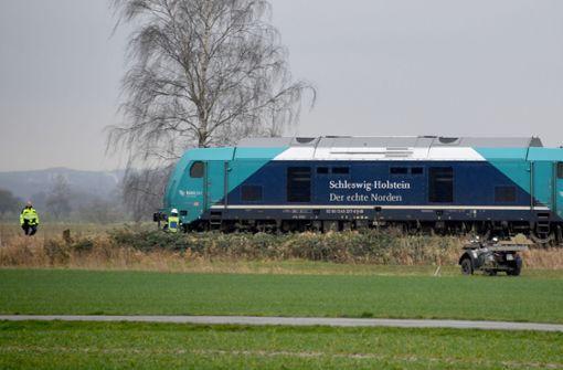 In Schleswig-Holstein: Schäfer will Herde einfangen und wird von Bahn erfasst http://bit.ly/38OZkWepic.twitter.com/YeEEvHEDW6