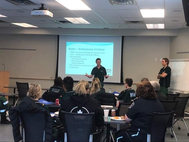 Les étudiants et éducateurs de @victoriauninews nous ont présenté leur curriculum de cours de même que le modèle de service d'@AmbulanceVic lors d'un événement de levée de fonds pour les incendies de forêt australiens. #MeilleuresPratiques #CollaborationInternationale https://t.co/axv1MbqCle