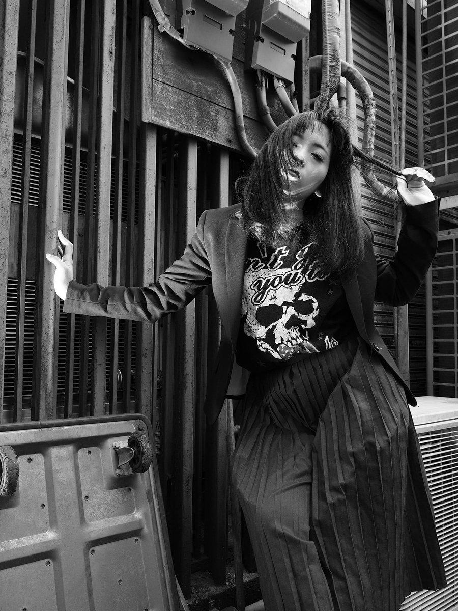 TOKYO STREET PHOTOGRAPHY #model #portrait #portraitmodel #underground #street #streetphoto #モデル #ストリート撮影 #tokyo  #モノクローム #monochrom #ポートレートが好きな人と繋がりたい  #写真好きな人と繋がりたい  #ポートレートしま専科  #sexy #sexyshot pic.twitter.com/SXX5PojO4V