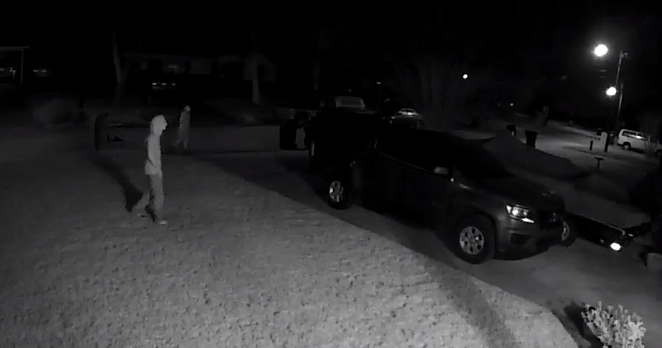 At approximately 11:30 p.m. on Monday, January 27, this video was captured of suspects trying vehicle door handles on Highland Dr. If you have info on possible identities of the subjects, please call the FWB PD Investigations Division at 850-833-9537. https://www.youtube.com/watch?v=OW7vX-ljqyI&feature=youtu.be…pic.twitter.com/yspA2N4nGE