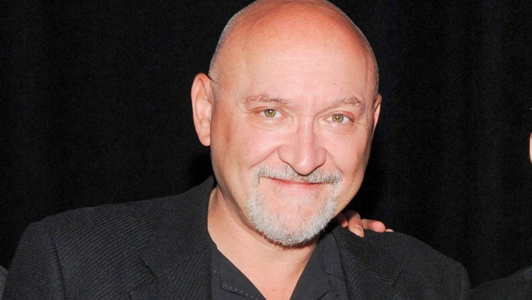 """Happy Birthday to writer/director @FrankDarabont! Frank wrote the screenplays for the Tales from the Crypt episodes """"The Ventriloquist's Dummy"""" and """"Showdown""""! #talesfromthecrypt #frankdarabont pic.twitter.com/jbexQtX9ZI"""