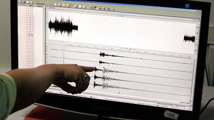 AFAD: Sarsıntı, saat 18.38de yerin 25 km derinliğinde meydana geldi bit.ly/2ta5alO