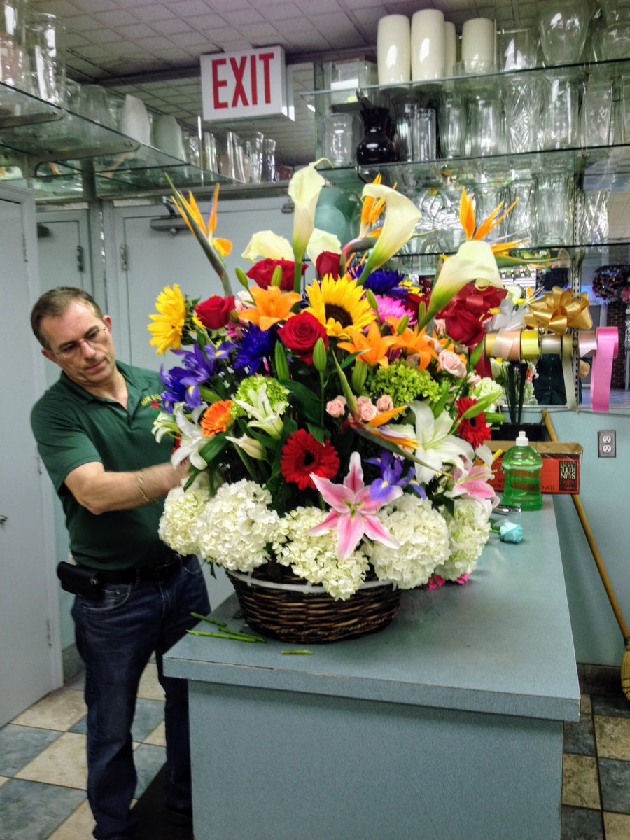 Check out one of our master florists doing his work!  🌺✨  #flowers #nature #flower #love #photography #beautiful #wedding #plants #flores #like #photooftheday #florist #macro #roses #floral #handmade #photo #bouquet #pink #green #beauty #rose #follow #mfdesigns #flowerart