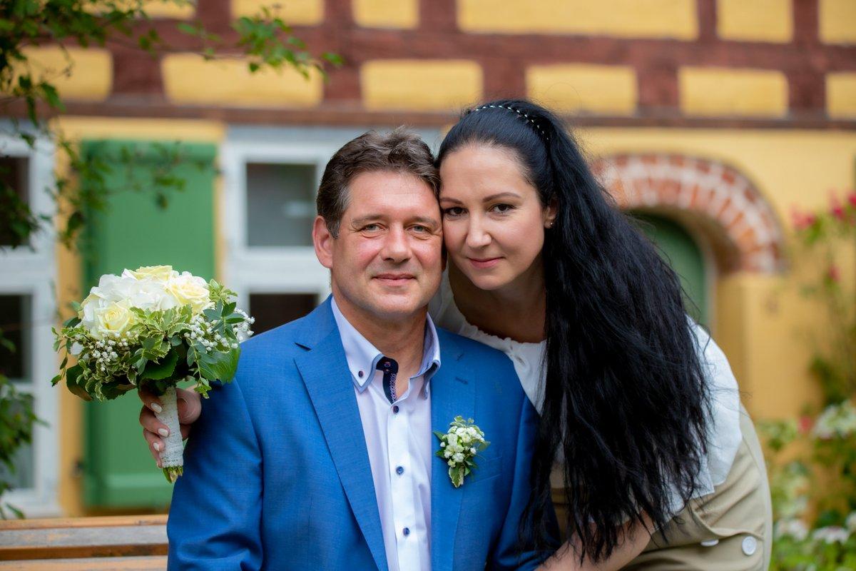 Fotograf Stralsund für Zeremonie im Rathaus Stralsund & Brautpaar Shooting nach der Eheschließung buchen. Hochzeitsfotograf Karl-Heinz Fischer http://bit.ly/2GxB0vS #fotografstralsund #hochzeitsfotograf #heirateninstralsundpic.twitter.com/c4PKXEuBId