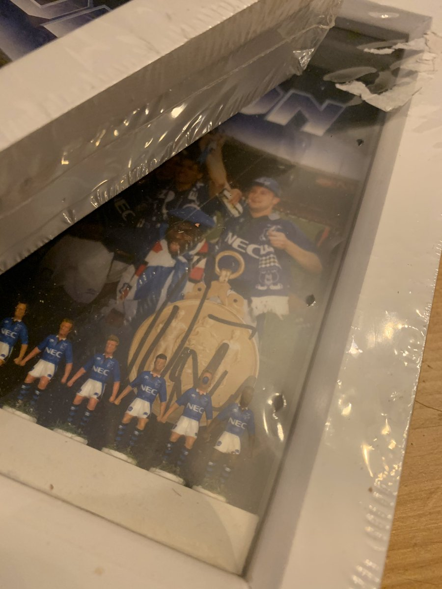 Two of these 1995 Everton Cup Final teams set in a deep box frame with backdrop signed by Duncan Ferguson. Available now at : toffeeart.co.uk/product/subbut… #OnlyTwo #EFC #DuncanFerguson #SpecialGifts