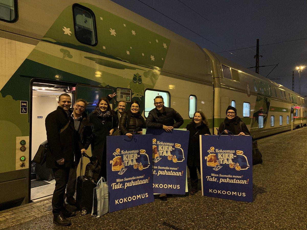 Kokoomuksen valtakunnallinen kiertue on startannut, suuntana Kemijärvi!🚂  Meiltä mukana koko 22 kaupungin kierroksen ajan puheenjohtaja @PajulaMatias!💪🏼