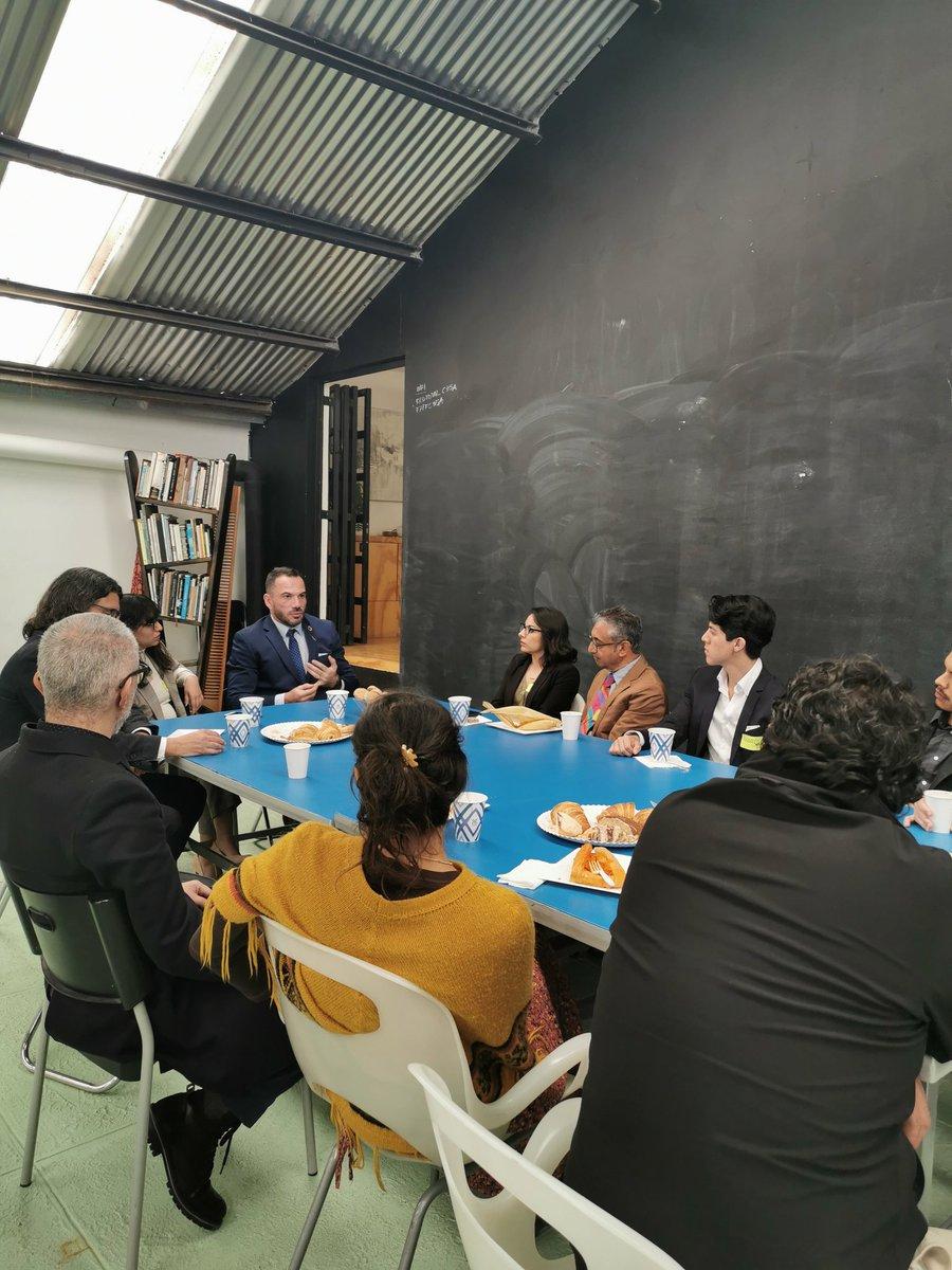 Hoy nos visita en @lajabonera Frederik Vachelon representante de la @UNESCOMexico para entender mejor a las Ciudades Creativas #querétarosediseña https://t.co/p70kyCY6Dj