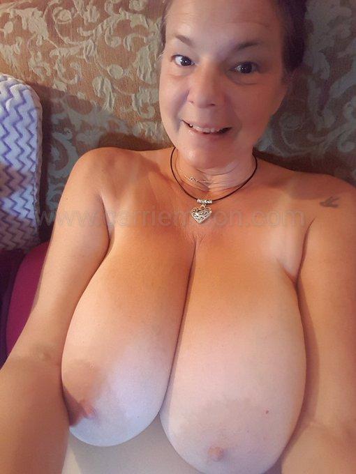 #toplesscarriemoon #carriemoonathome #privatewebcam https://t.co/ZgSpZCyK7w